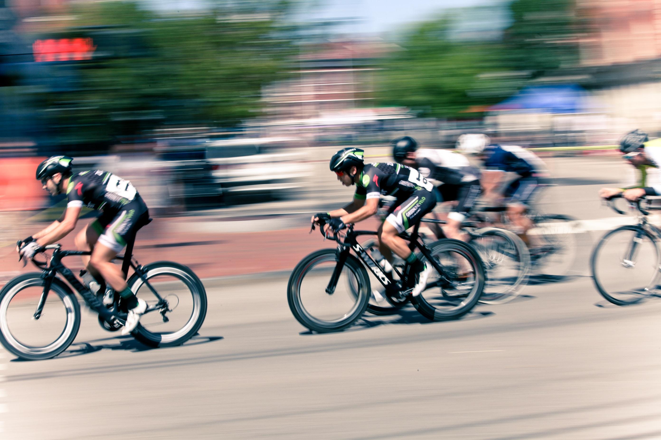 Cyclists, Race